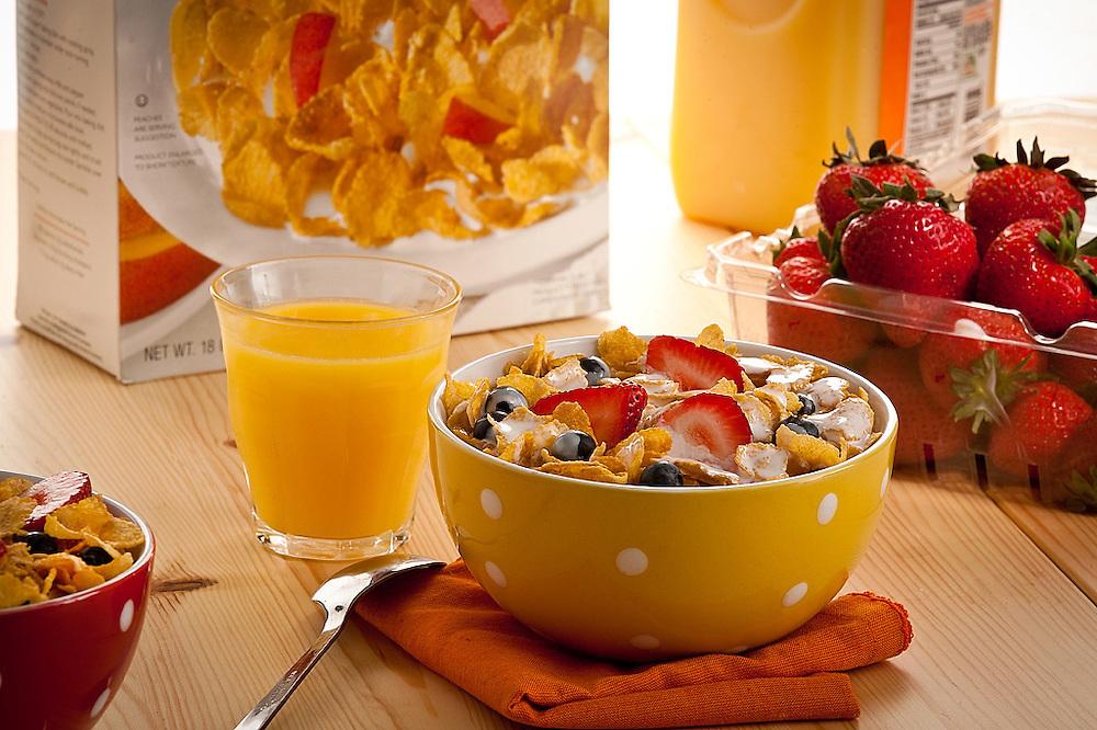 Breakfast scene with Cereal,fruits and Orange juice,strawberries
