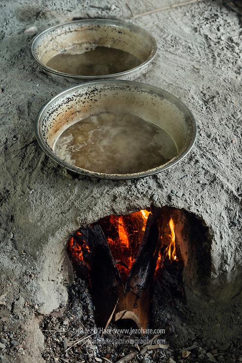 Pembuatan gula lontar, Rote, Nusa Tenggara Timur, Indonesia.