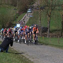03-04-2016: Wielrennen: Ronde van Vlaanderen vrouwen: Oudenaarde  <br />OUDENAARDE (BEL) cycling  The sixth race in the UCI Womensworldtour is the ronde van Vlaanderen. A race over the famous Flemish climbs. The peloton on the Haaghoek. Boels controlling