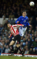 Fotball<br /> FA-cup 2005<br /> Everton v Sunderland<br /> 29. januar 2005<br /> Foto: Digitalsport<br /> NORWAY ONLY<br /> David Weir of Everton towers over Michael Bridges of Sunderland to win a header.