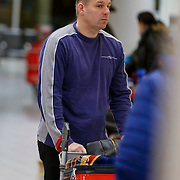 NLD/Schiphol/20130104 - Terugkomst Glennis Grace van vakantie, Glennis en onbekende man