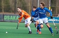 BLOEMENDAAL  - Roel Bovendeert (Bldaal)  met Jip Janssen (Kampong) en Derck de Vilder (Kampong)  . Bloemendaal-Kampong (2-1).  hoofdklasse hockey mannen.   COPYRIGHT KOEN SUYK