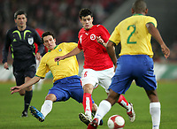 Brasiliens Elano und Maicon gegen den Schweizer Tranquillo Barnetta. © Markus Stuecklin/EQ Images