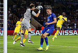 Iker Casillas of FC Porto catches the ball ahead of Jamie Vardy of Leicester City  - Mandatory by-line: Matt McNulty/JMP - 27/09/2016 - FOOTBALL - King Power Stadium - Leicester, England - Leicester City v FC Porto - UEFA Champions League