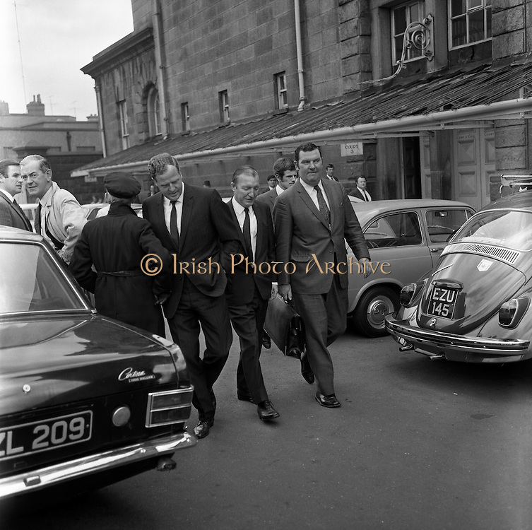 Haughey and Blaney leave the Bridewell   D478.<br />