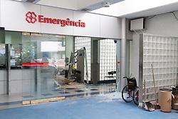 June 23, 2017 - Carro invade recepção de hospital na Tijuca e 3 pessoas ficam feridas. (Credit Image: © Rodrigo Chad/Fotoarena via ZUMA Press)
