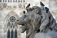 Statue outside Dumo, the Duomo in Milan..- ..Statue utenfor Dumo, domkirken i Milano..................