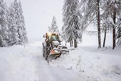 """THEMENBILD - Situation an der L026 Kalser Landesstrasse bei Lesach, aufgenommen am Sonntag, 6. Dezember 2020, in Osttirol. Der Winter macht sich in Teilen Österreichs mit enormen Schnee- und Regenmengen bemerkbar. Die anhaltend starken Schneefälle sowie Sturm auf den Bergen haben in Osttirol die Lawinengefahr weiter ansteigen lassen. Der Lawinenwarndienst Tirol gab für Sonntag Stufe """"5"""", also die höchste Gefahrenstufe, aus. // Situation at the L026 Kalser Landesstrasse near Lesach, taken on Sunday, December 6, 2020, in East Tyrol. The winter is making itself felt in parts of Austria with enormous amounts of snow and rain. The continuing heavy snowfall and storms on the mountains have further increased the danger of avalanches in East Tyrol. The Avalanche Warning Service Tyrol issued level """"5"""", the highest danger level, for Sunday. EXPA Pictures © 2020, PhotoCredit: EXPA/ Johann Groder"""