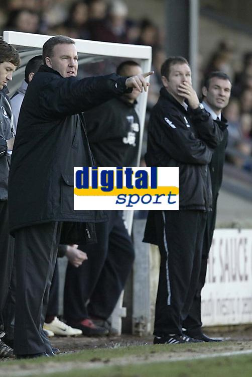 Photo: Aidan Ellis.<br /> Scunthorpe United v Swansea City. Coca Cola League 1. 18/02/2006.<br /> swansea manager gets his point across