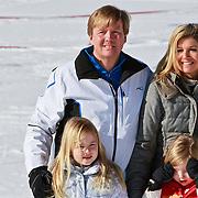 AUD/Lech/20110219 - Fotosessie Nederlandse Koninklijke Familie 2011 op wintersport in Lech, Willem Alexander en partner Maxima, kinderen Amalia,  Alexia