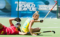 BRUSSEL - Begona GARCIA (SPA) and Madeline Ratcliffe (Aus.) during AUSTRALIA v SPAIN , Fintro Hockey World League Semi-Final (women) . COPYRIGHT KOEN SUYK