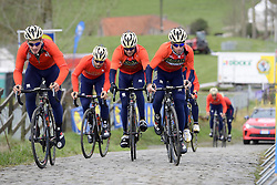 March 30, 2018 - Oudenaarde, Belgique - OUDENAARDE, BELGIUM - MARCH 30 : NIBALI Vincenzo (ITA)  of Bahrain - Merida and his team on the Paterberg climb during a training session prior to the Flanders Classics UCI WorldTour 102nd Ronde van Vlaanderen cycling race with start in Antwerpen and finish in Oudenaarde on March 30, 2018 in Oudenaarde, Belgium, 30/03/2018 (Credit Image: © Panoramic via ZUMA Press)
