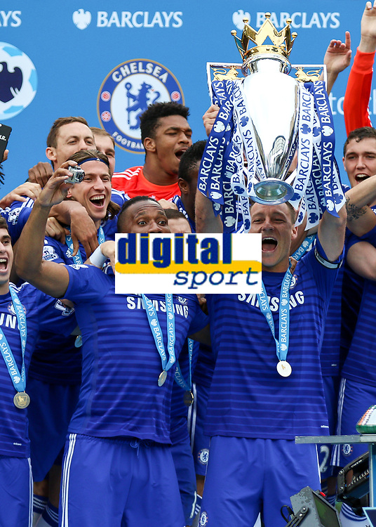 Football - 2014 / 2015 Premier League - Chelsea vs. Sunderland.   <br /> <br /> Chelsea's John Terry and Chelsea's Didier Drogba present the Premiership trophy to the fans at Stamford Bridge<br /> <br /> COLORSPORT/DANIEL BEARHAM