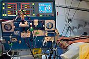 Nederland, Nijmegen, 21-3-2007..Een man, patient, ligt aan het dialysemachine om de nieren te spoelen...Foto: Flip Franssen