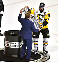 NASHVILLE, TN - JUNE 11:  NHL Commisioner Gary Bettman presents Sidney Crosby #87 of the Pittsburgh Penguins the Stanley Cup trophy after a Penguin victory over the Nashville Predators 2-0 in Game Six of the 2017 NHL Stanley Cup Final at the Bridgestone Arena on June 11, 2017 in Nashville, Tennessee.  (Photo by Frederick Breedon/Getty Images)