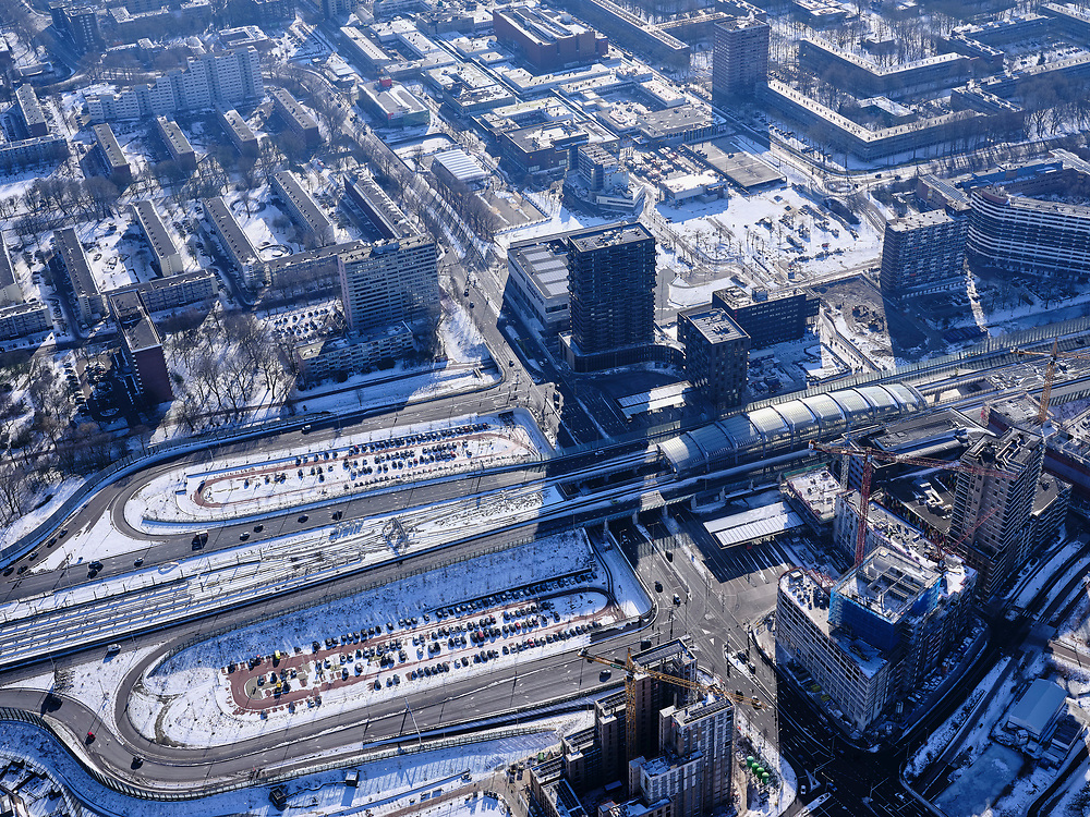 Nederland, Noord-Holland, Amsterdam, 13-02-2021; Amsterdam-Noord, metrostation Noord, eindpunt Noord/Zuidlijn.<br /> Met P+R Noord, parkeerterrein.<br /> luchtfoto (toeslag op standaard tarieven);<br /> aerial photo (additional fee required)<br /> copyright © 2021 foto/photo Siebe Swart