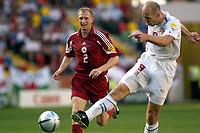 Fotball<br /> Euro 2004<br /> Portugal<br /> 15. juni 2004<br /> Foto: Pro Shots/Digitalsport<br /> NORWAY ONLY<br /> Tsjekkia v Latvia 2-1<br /> Jan Koller, Tsjekkia, Igors Stepanovs, Latvia