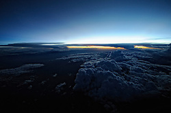 10-10-2008 REPORTAGE: KILIMANJARO CHALLENGE 2008: TANZANIA<br /> De vlucht met KLM naar Tanzania. Bas mocht uitleg over diabetes geven in de cockpit. De Kilimanjaro Challenge van de BvdGf.Wolken lucht zonsopgang sunrise natuur<br /> ©2008-WWW.FOTOHOOGENDOORN.NL