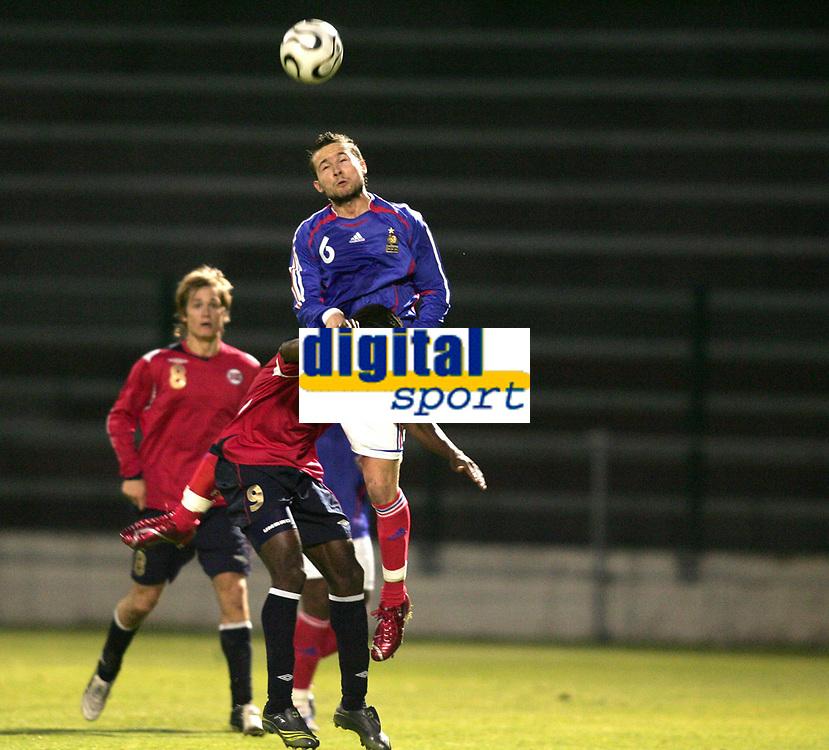 Fotball<br /> Landskamp U21<br /> Frankrike v Norge<br /> 27.03.2007<br /> Foto: Dppi/Digitalsport<br /> NORWAY ONLY<br /> <br /> YOHAN CABAYE (FRA) / ALEXANDER TETTEY (NOR)