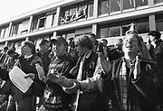 Nederland, Nijmegen, 10-9-1985 Demonstratie van studenten tegen de wet op de studiefinanciering en hervormingen in het wetenschappelijk onderwijs door minister Deetman. Die kreeg te maken met grote demonstraties van studenten na de verhoging van de collegegelden en het verkorten van de studieduur. Ook het bestuursgebouw en het erasmusgebouw van de KUN, RU, katholieke universiteit, radboud, werden regelmatig bezet.Foto: Flip Franssen/Hollandse Hoogte