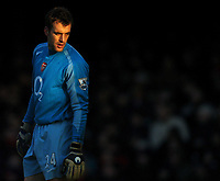 Photo: Javier Garcia/Back Page Images<br />Arsenal v Fulham, FA Barclays Premiership, Highbury, 26/12/04<br />Manuel Almunia remains unconvincing in the Arsenal goal despite a clean sheet