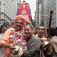 New York. Hare krishna  parade on fifth avenue. religious sect from india , New York - United states / parade  de Hare krishna sur la cinquieme avenue. secte religieuse indienne.  New York - Etats unis