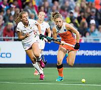 AMSTELVEEN -  Laura Nunnink (Ned)  tijdens Belgie-Nederland (dames) bij de Rabo EuroHockey Championships 2017.  rechts Aline Fobe (Bel) COPYRIGHT KOEN SUYK