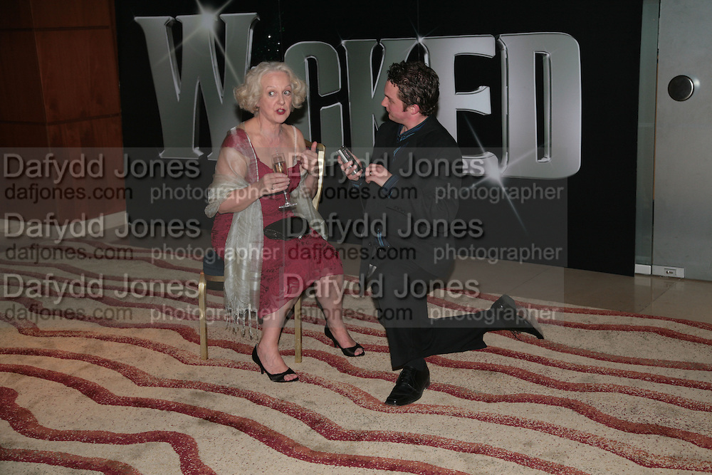 Susie Blake with Mathew Amer interviewing her, Cast change for Wicked. Apollo Victoria theatre. After party at Park Plaza Victoria. 12 April 2007.  -DO NOT ARCHIVE-© Copyright Photograph by Dafydd Jones. 248 Clapham Rd. London SW9 0PZ. Tel 0207 820 0771. www.dafjones.com.