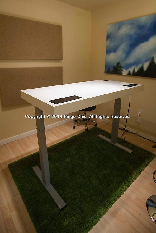 A Stir Kinetic Desk.<br /> (Photo by Ringo Chiu/PHOTOFORMULA.com)