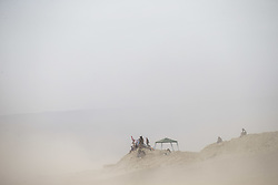 PISCO, Jan. 8, 2018  People wait for the racers during the 2018 Dakar Rally Race Stage 2 in Pisco, Peru, on Jan. 7, 2018. (Credit Image: © Li Ming/Xinhua via ZUMA Wire)