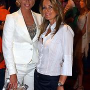 NLD/Amsterdam/20050519 - Uitreiking 2005 FHM 100 sexiest vrouwen Awards, Ellemiek Vermolen en styliste Moon Verkaart.Monique Verkaart