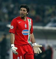 Photo: Chris Ratcliffe.<br /> Juventus v Arsenal. UEFA Champions League. Quarter-Finals. 05/04/2006. <br /> Gianluigi Buffon is distraught at losing