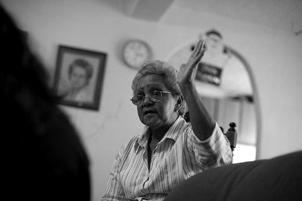 Sra. Emilia de Perez, Lider Comunitario de la parroquia 23 de Enero. (ivan gonzalez)