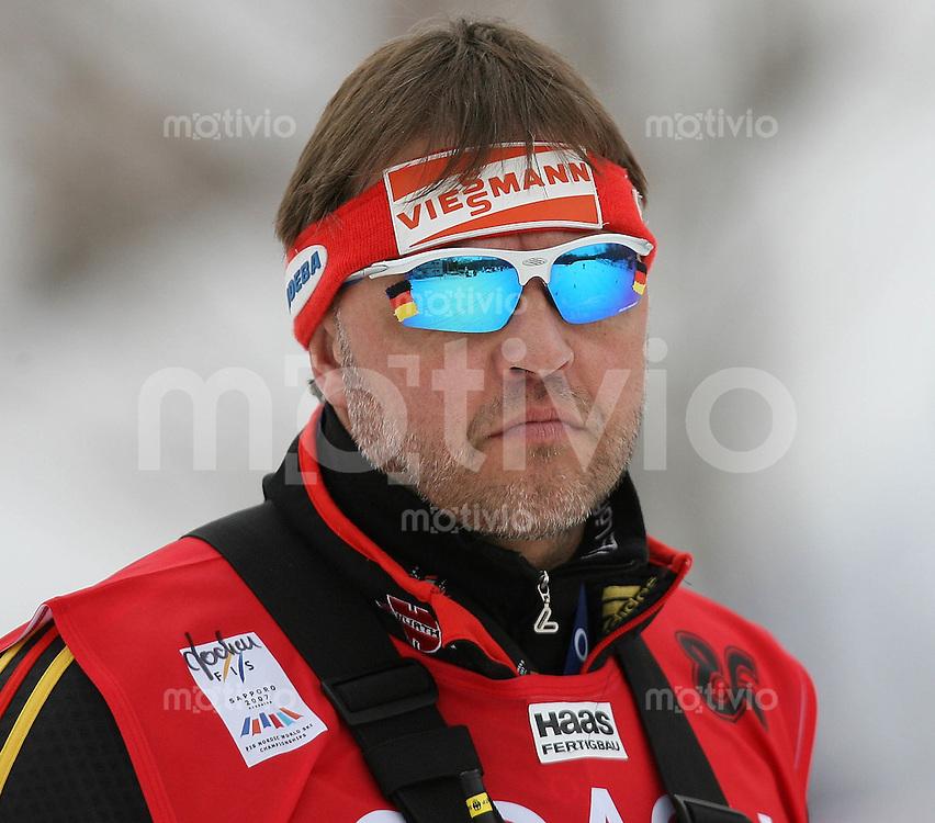 Sapporo , 030307 , Nordische Ski Weltmeisterschaft  Frauen 30km ,  Bundestrainer Jochen BEHLE (GER)