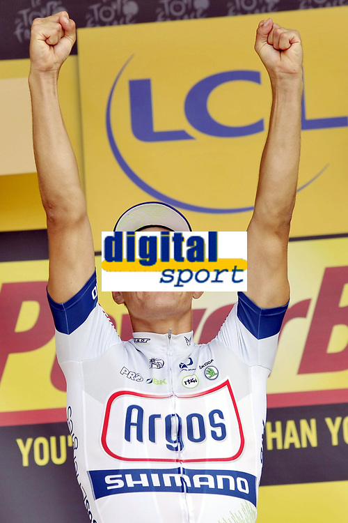 Sykkel , 11. juli 2013 , TOURS, FRANCE - Marcel Kittel (Germany / Team Argos - Shimano - Uvex) pictured during the podium ceremony after winning the twelfth stage of the 2013 Tour de France Tour de France from Fougeres to Tours on July 11, 2013 in Tours, France <br /> Norway only