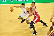 DESCRIZIONE : Campionato 2013/14 Finale GARA 4 Montepaschi Mens Sana Siena - Olimpia EA7 Emporio Armani Milano<br /> GIOCATORE : Erick Green<br /> CATEGORIA : Palleggio<br /> SQUADRA : Montepaschi Siena<br /> EVENTO : LegaBasket Serie A Beko Playoff 2013/2014<br /> GARA : Montepaschi Mens Sana Siena - Olimpia EA7 Emporio Armani Milano<br /> DATA : 21/06/2014<br /> SPORT : Pallacanestro <br /> AUTORE : Agenzia Ciamillo-Castoria / Luigi Canu<br /> Galleria : LegaBasket Serie A Beko Playoff 2013/2014<br /> Fotonotizia : DESCRIZIONE : Campionato 2013/14 Finale GARA 4 Montepaschi Mens Sana Siena - Olimpia EA7 Emporio Armani Milano<br /> Predefinita :