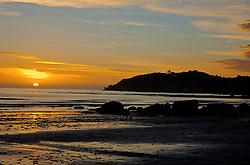 Mesmo não sendo tão requisitadas quanto as praias da Ilha Norte, algumas regiões do sul também não deixam a desejar. Em Dunedin, cidade histórica, pedras na beira-mar dão um contraste especial ao local. FOTO: Lucas Uebel/Preview.com