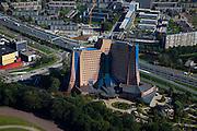 Nederland, Groningen, Concourslaan, 08-09-2009; Hoofdkantoor van de Gasunie. Het Gasuniegebouw van architecten Alberts en Van Huut is een voorbeeld van organische architectuur, bijgenaamd de Apenrots.Head office Gasunie (gas infrastructure company), example so-called organic architecture.luchtfoto (toeslag); aerial photo (additional fee required); .foto Siebe Swart / photo Siebe Swart