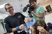 Teamleden geinen met elkaar. Het Human Power Team Delft en Amsterdam, dat bestaat uit studenten van de TU Delft en de VU Amsterdam, is in Amerika om tijdens de World Human Powered Speed Challenge in Nevada een poging te doen het wereldrecord snelfietsen voor vrouwen te verbreken met de VeloX 7, een gestroomlijnde ligfiets. Het record is met 121,44 km/h sinds 2009 in handen van de Francaise Barbara Buatois. De Canadees Todd Reichert is de snelste man met 144,17 km/h sinds 2016.<br /> <br /> With the VeloX 7, a special recumbent bike, the Human Power Team Delft and Amsterdam, consisting of students of the TU Delft and the VU Amsterdam, wants to set a new woman's world record cycling in September at the World Human Powered Speed Challenge in Nevada. The current speed record is 121,44 km/h, set in 2009 by Barbara Buatois. The fastest man is Todd Reichert with 144,17 km/h.