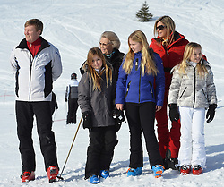 22.02.2016, Lech, AUT, Fototermin mit der Niederländischen Königsfamilie in Lech am Arlberg, im Bild Hollands König Willem-Alexander, Prinzessin Alexia, Prinzessin Amalia, Königin Maxima und Prinzessin Ariane (von Links) // Dutch King Willem-Alexander, Princess Alexia, Princess Amalia, Queen Maxima and Princess Ariane, from left, pose for photographers during a photo session in the Austrian skiing resort of in Lech, on Monday, Feb. 22, 2016. The Dutch Royal family is currently spending their winter vacation in the western Austrian province of Vorarlberg. Lech, Austria on 2016/02/22. EXPA Pictures © 2016, PhotoCredit: EXPA/ Stringer