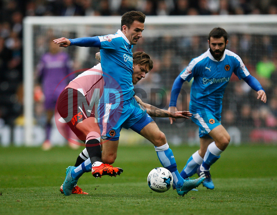 Jed Wallace of Wolverhampton Wanderers and Jeff Hendrick of Derby County (C) in action - Mandatory byline: Jack Phillips / JMP - 07966386802 - 18/10/2015 - FOOTBALL - The iPro Stadium - Derby, Derbyshire - Derby County v Wolverhampton Wanderers - Sky Bet Championship