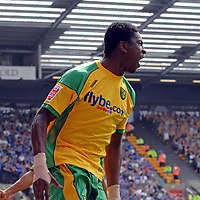Photo: Ashley Pickering.<br /> Norwich City v Ipswich Town. Coca Cola Championship. 22/04/2007.<br /> Dickson Etuhu celebrates his opening goal for Norwich