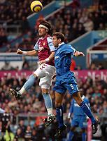 Fotball<br /> Premier League 2004/05<br /> Aston Villa v Birmingham<br /> Villa Park<br /> 12. desember 2004<br /> Foto: Digitalsport<br /> NORWAY ONLY<br /> Birmingham City's Matthew Upson (R) and Aston Villa's Juan Pablo Angel fight an aerial battle for possession