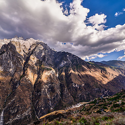 Hiking trip. Tiger Leaping Gorge (Yunnan)