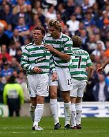 Fotball<br /> Foto: Fotosports/Digitalsport<br /> NORWAY ONLY<br /> <br /> Date: 29/08/2004<br /> <br /> Glasgow Celtic v Glasgow Rangers<br /> <br /> Scottish Premier League<br /> <br /> Celtic's Alan Thompson (L) is congratulated by Stanislav Varga (C) after scoring his side's winning goal.