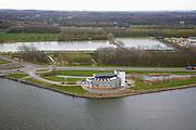 Nederland, Noord-Holland, Velsen-Zuid, 16-04-2008; controlegebouw 'de Wijde Blik' (aan de oever van het Noordzeekanaal bij de Wijkertunnel); vanuit dit gebouw worden onder andere ook de Coentunnel, de Schipholtunnel, de Velsertunnel en de Zeeburgertunnel en alle belangrijke rijkswegen in  Noord-Holland bewaakt en gecontroleerd; wegennet, signalering, bewaking, file, filesignalering, rijstrooksignalering..luchtfoto (toeslag); aerial photo (additional fee required); .foto Siebe Swart / photo Siebe Swart.