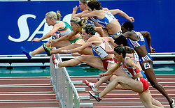 11-08-2006 ATLETIEK: EUROPEES KAMPIOENSSCHAP: GOTHENBURG <br /> De Zweedse Susanna Kallur (midden) wint de 100 horden. De Ierse Derval O'Rourke ligt hier nog op kop maar wordt uiteindelijk tweede.<br /> ©2006-WWW.FOTOHOOGENDOORN.NL