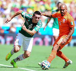 29.06.2014, Castelao, Fortaleza, BRA, FIFA WM, Niederlande vs Mexico, Achtelfinale, im Bild Hector Herrera (Mexiko) gegen Nigel de Jong (Niederlande) // during last sixteen match between Netherlands and Mexico of the FIFA Worldcup Brazil 2014 at the Castelao in Fortaleza, Brazil on 2014/06/29. EXPA Pictures © 2014, PhotoCredit: EXPA/ fotogloria/ Best Photo Agency<br /> <br /> *****ATTENTION - for AUT, FRA, POL, SLO, CRO, SRB, BIH, MAZ only*****