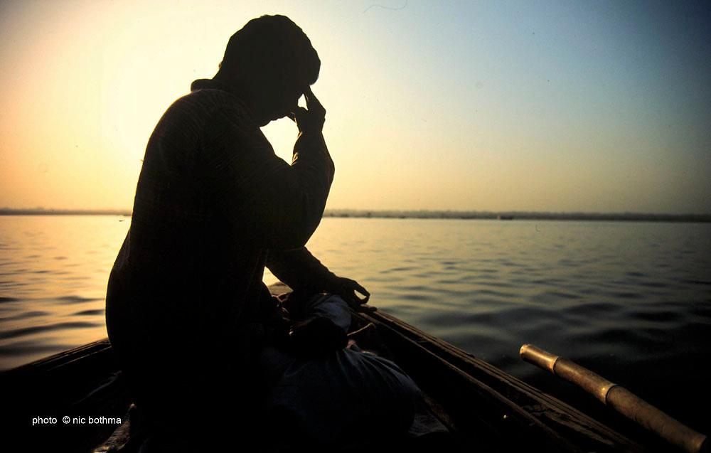 DIINDIA00129<br /> India. A yogi practices his pranayama (breathing exercises) on the Ganges river, Varanasi, India. (Environment, water, travel, Asia, spirituality, yoga).<br /> ©Nic Bothma/iAfrika Photos