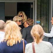 NLD/Bilthoven/20170706 - Uitvaart Ton de Leeuwe, ex partner Anita Meyer, aankomst Anita Meyer